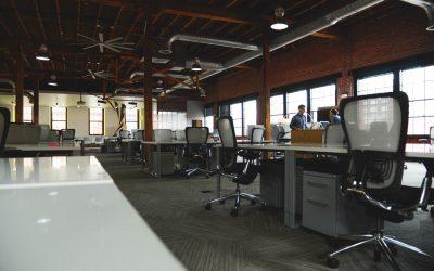 Cómo conseguir una oficina de estilo industrial