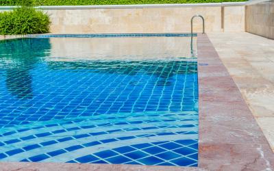 ¿Cuánto cuesta mantener una piscina comunitaria?